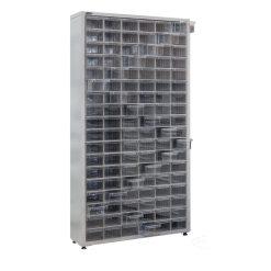 metalinė spinta su plastikinėmis dėžutėmis